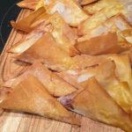 Инстант Вортекс | Рецепта за Триъгълни банички със сирене Бри и сладко от боровинки